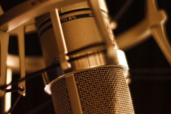 Locutores de 30 con voces de 50